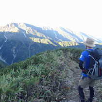 大日岳に陽があたりはじめた