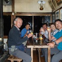 遠い飲み屋でカンパーイ