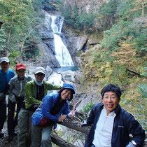 幅の広い流れの「七ツ釜滝」