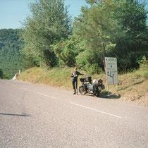 """Col de Saint-Raphaël (875 m)  43° 56' 16.9764"""" N 6° 55' 56.388"""" O"""