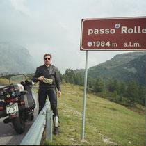 Passo Rolle (deutsch Rollepass) (1.984 m)  46° 17′ 47″ N, 11° 47′ 13″ O