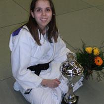 Sandrine mit Pokal