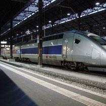 TGV procedente de París estacionado en la estación Basel SBB