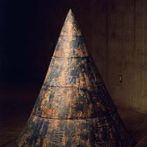 山 H 175 × W 150 × D 150 cm Wood (Camphor), Pigment, Glue 2000