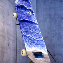 Skate Surfing H100 × W20 × D15 cm Skateboard, LCD monitor, DVD player, FRP resin, Small speakers, Epoxy resin,Acrylic paint 2002