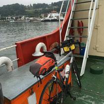 Mon vélo sur le bac de Duclair