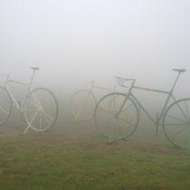 Vélos dans le brouillard pyrénéens