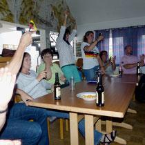 Tor !, Fußball auf Großbildleinwand im DGH., 2016