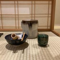 棗は緑漆翡翠蒔絵、瑠璃釉平茶碗「夏の星空」