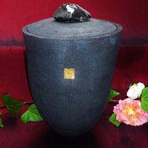 """Urne """"Alya"""", Rakubrand mit Blattgold und Lavaglas,verkauft siehe unten"""