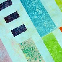 Wasserspritzer lösen die noch nicht ganz trockenen Farben und geben stellenweise die unteren Schichten frei.