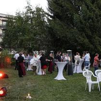Mit Lichttechnik und Feuersäulen wurde auch abends für ein gemütliches Ambiente vor dem Hotel Arcadia gesorgt.