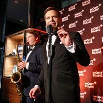 Tom Gäbel sorgt für die musikalische Unterhaltung bei der Montblanc Store Erföffnung in Hamburg.