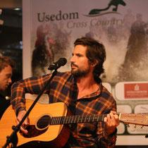 Tom Beck war als Gast geladen und verzauberte seine Kollegen und Gäste während der Cross Country Night.