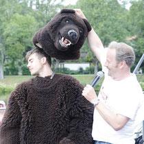 Bei Veranstaltungen mit einem Aufgebot an Prominenz wie dieser, ist es nicht ungewöhnlich, dass der Bär steppt, doch wer hätte gedacht das Florian Wünsche zu unseren pelzigen Freunden gehört.