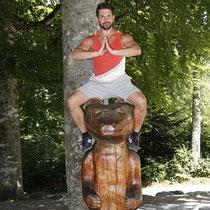 Schauspieler Daniel Sellier überwindet den inneren Schweinehund undbezwingt den Bären.