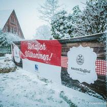 Bei winterlicher Athmoshäre fühlt sich jedermann auf unserem Weihnachtsmarkt wohl.