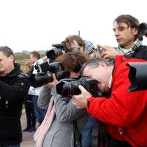 Von der Menge an Fotografen und Journalisten ließen sich die sportbegeisterten Prominenten nicht aus der Fassung bringen und lieferten Glanzleistungen ab.