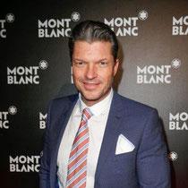 Schauspieler Hardy Krüger Jr. zeigt sich den Fotografen von seiner besten Seite bei der Montblanc Boutique-Erföffnung ein.