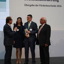 Bei der Förderbescheidübergabe für weitere Breitband-Projekte durch Bundesminister Dobrindt