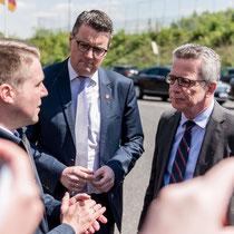 Beim Besuch der Hauptfeuer- und Rettungswache durch den Bundesminister des Innern Dr. Thomas de Maizière