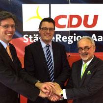 Tim Grütttemeier mit Oberbürgermeister Marcel Philipp und Städteregionsrat Helmut Etschenberg auf der Aufstellungsversammlung der CDU zur Wahl eines Kandidaten für das Amt des Städteregionsrates.