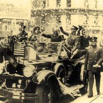 Triumphzug mit großer Konfettiparade auf der 5th Avenue in New York