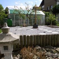 Blick auf neuen Steingarten