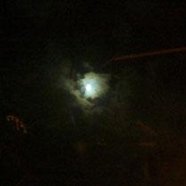 Maan in de wolk