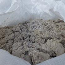 Der saubere Zellulose-Dämmstoff nach dem Absaugen.
