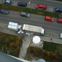 Blick vom Gebäude auf den LKW/Maschinenstandplatz