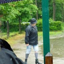 Hosen rauf, beim Regenlauf