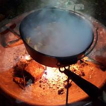 Outdoorkochen über Feuer