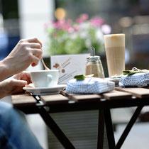 Frühstück mit großen Klappstullen