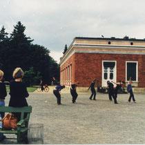"""ZEIT"" - Performance am Marmorpalais/ Heiliger See, Potsdam 1999"
