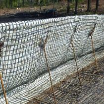 System KBE Grün S mit Stahlgitterwinkel aus Baustahl, Abspannhaken und Saatgutmatte