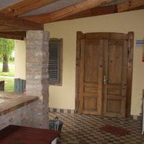 Terrasse mit Eingangstür zum Wohnraum