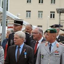 Monsieur le maire, Bernhard Kaiser, le Gal Hagemann Cdt l' école de l' infanterie de Hammelburg, entre les deux le médecin-colonel Bruno Fervel, au fond le Lcl Cheyrezy avec la grosse moustache.