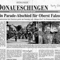 1994, défilé en ville à l' occasion de la passation de Commandement entre le Col Falzone et le Col Pellabeuf.