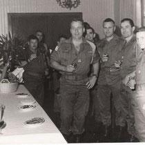 Col Braun, chef de corps du 110 de 87 à 90. A droite CNE Seeleutner et Brossard