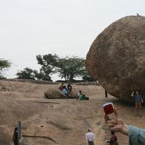 Piedra en equilibrio, Mammallapuram, India. Enviada por Javier