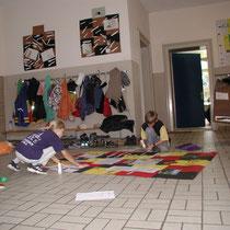 Gruppenarbeit im Schulgang