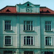 Schulhaus von Norden