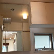 三面鏡と戸棚