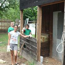 Der ehemalige Brennholzschuppen (kurz vor dem Abriss) - hier sollen mal ein Dampfbad und Toiletten entstehen