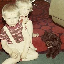 Mein Bruder und ich mit unserem ersten Hund Dassu
