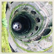 Quinta da Regaleira - Grand puits vu du haut © Sandrine Tellier