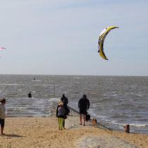 Kitesurfer am Strand von Sahlenburg