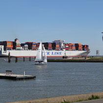Der Radarturm mit der Alten Liebe in Cuxhaven