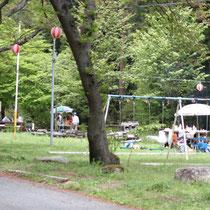 八王子神社近くの広場。